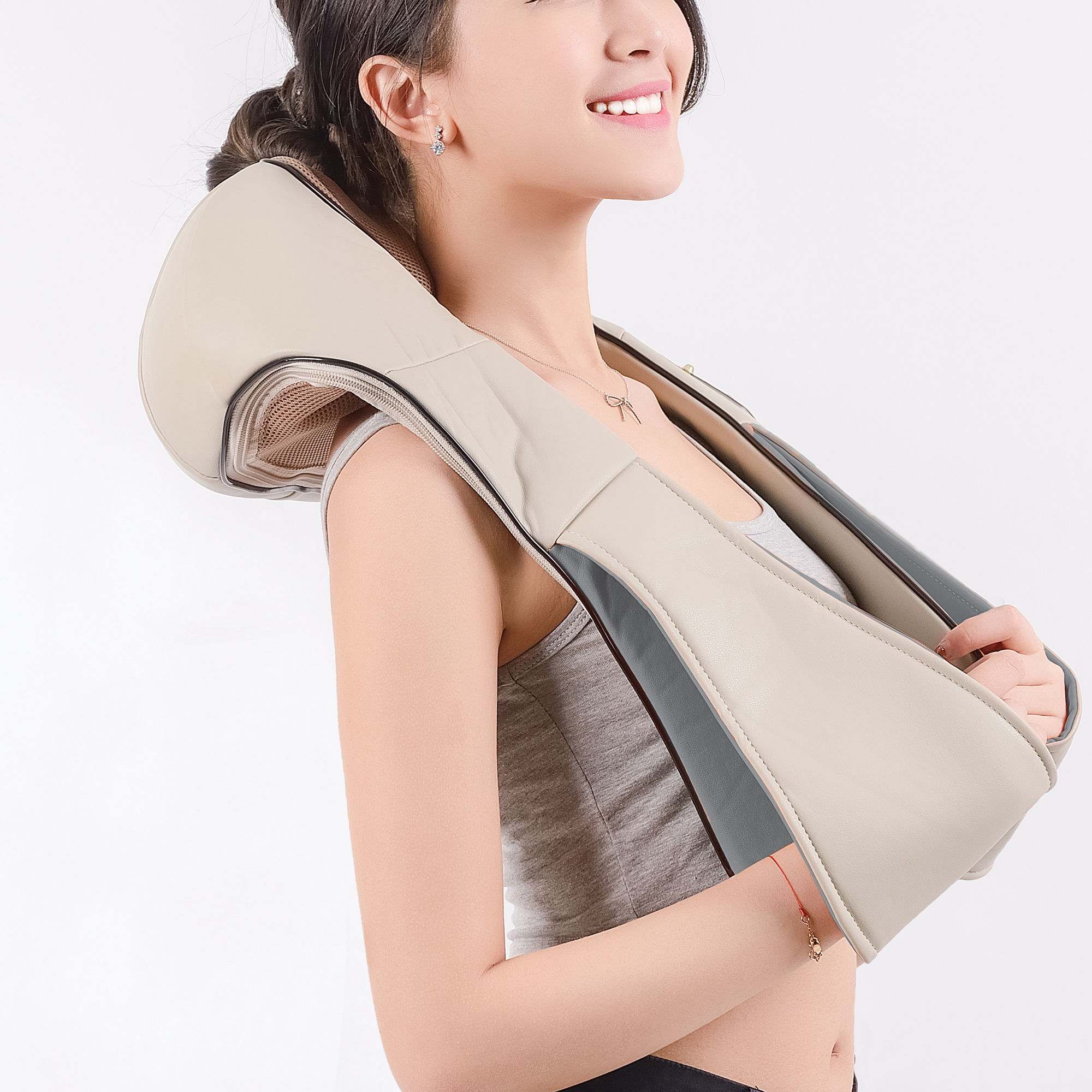 Массажер neck shoulder девушки с массажером